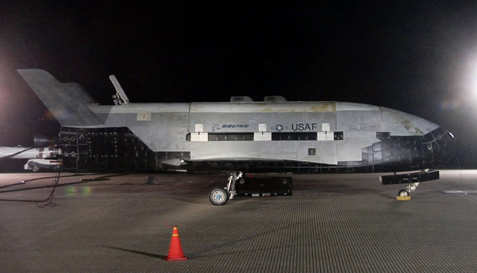 Boeing_X-37B_after_landing_at_Vandenberg_AFB,_3_December_2010