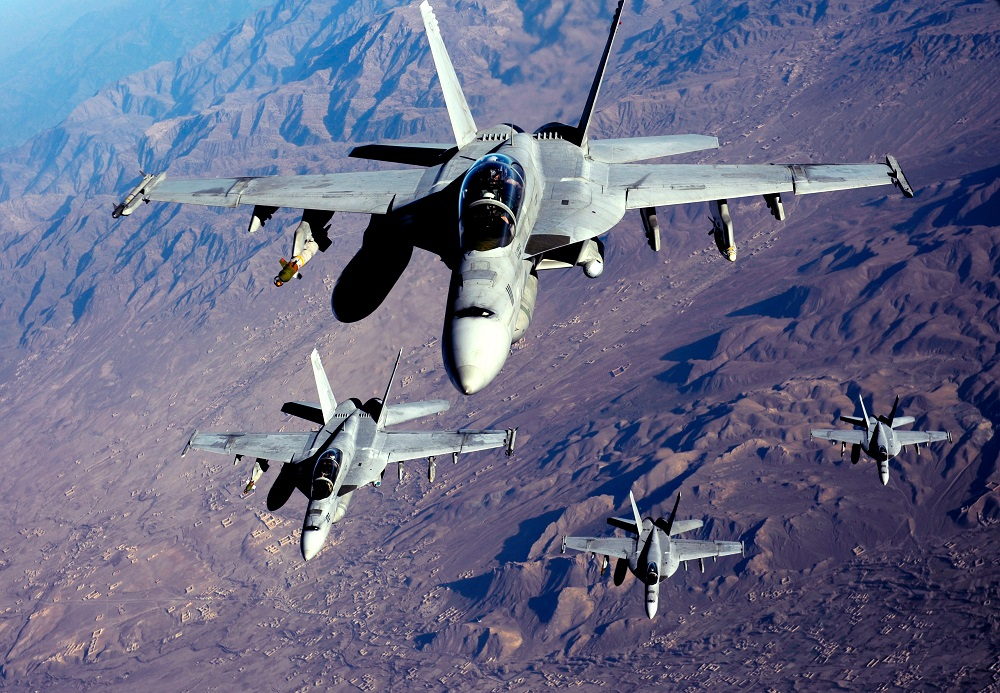 f-18s_are_refueled_in_afghanistan