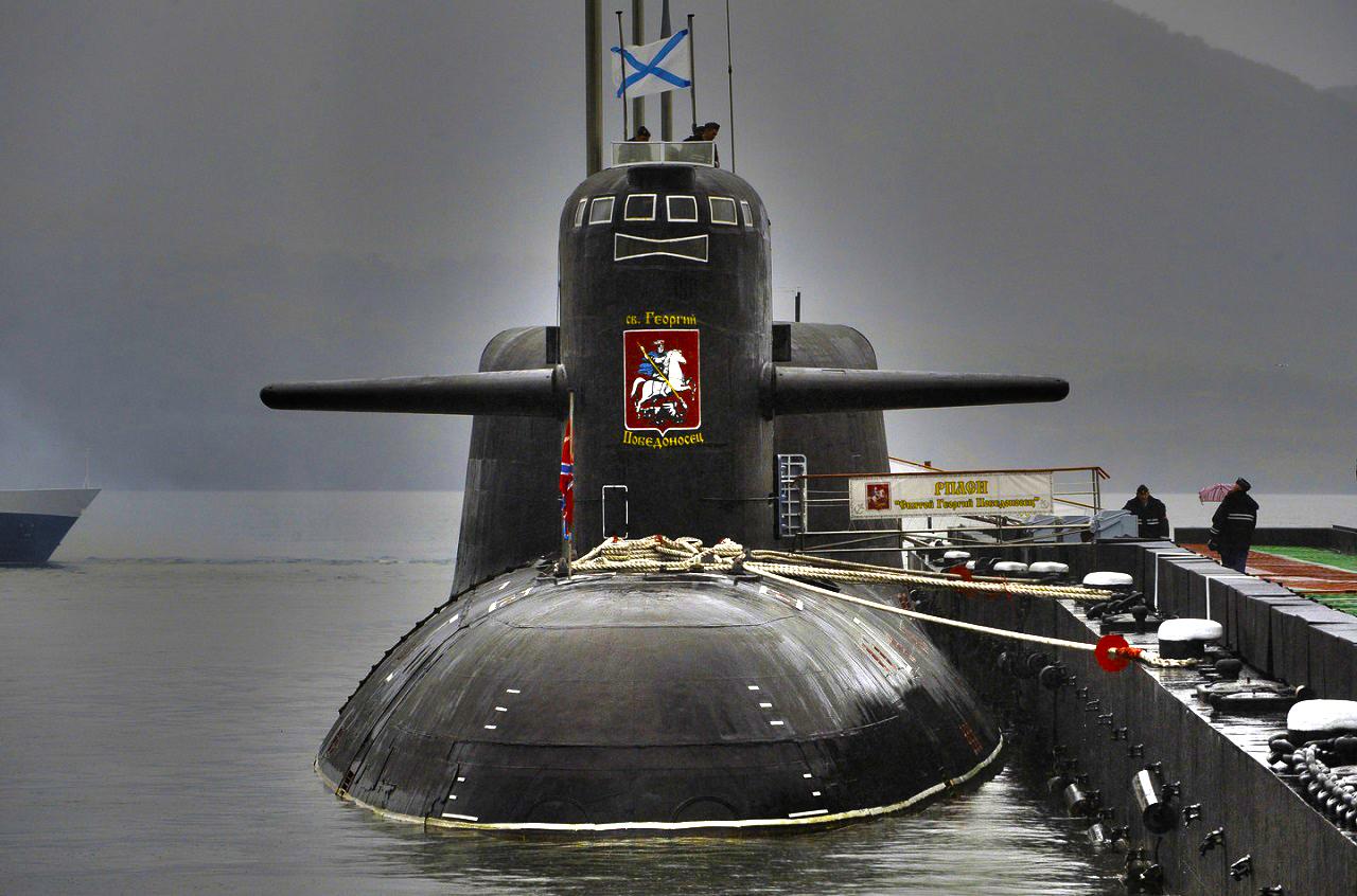 столкновение сейнера с подводной лодкой