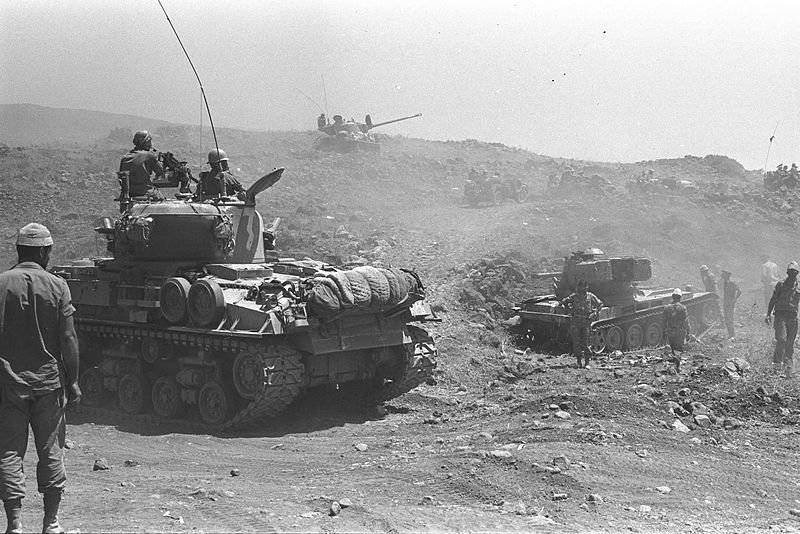 Israeli_tanks_advancing_on_the_Golan_Heights